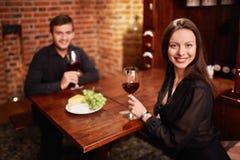 In een restaurant Royalty-vrije Stock Afbeeldingen