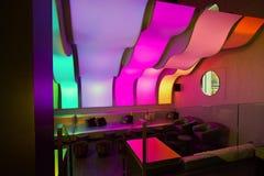 Een restaurant van de luxebar met comfortabele stoelen Royalty-vrije Stock Fotografie