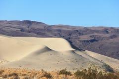 Een reusachtig zandduin in Eureka stock foto