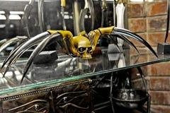 Een reusachtige spin sneed van ivoor en staal Royalty-vrije Stock Foto