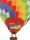 Een reuze kleurrijke brandballon stock foto