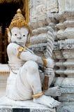 Een reuzestandbeeld in Thaise tempel Stock Foto