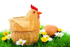 Een rieten kip en een ei Stock Afbeeldingen