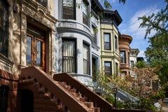 Een rij van brownstone gebouwen Royalty-vrije Stock Fotografie