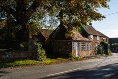 Een rij van charmante plattelandshuisjes in het dorp van Grote Brickhill Royalty-vrije Stock Foto