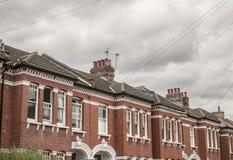 Een rij van huizen in Lodnon Stock Fotografie