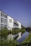 Huizen naast rivier Royalty-vrije Stock Afbeeldingen