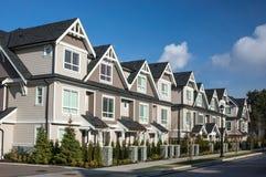 Moderne Huizen in de stad Royalty-vrije Stock Afbeeldingen