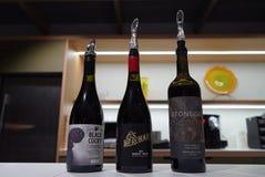 Een rij van wijnglazen royalty-vrije stock foto's