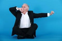 Een rijpe zakenman geeuw Stock Fotografie
