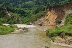 Een rivier op een heuvelig gebied in Azië India Royalty-vrije Stock Foto