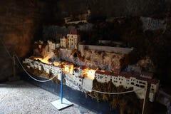 Een Rocamadour-model binnen in een huisbinnenland gebouwde structuur Royalty-vrije Stock Foto's