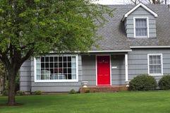 Een rode deur. Stock Afbeeldingen