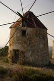 Een roestige windmolen in Penacova, Portugal Stock Afbeeldingen