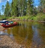 Een rondvaart op de wilde Noordelijke rivier Royalty-vrije Stock Foto