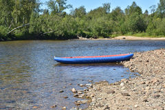 Een rondvaart op de wilde Noordelijke rivier Royalty-vrije Stock Afbeelding