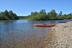Een rondvaart op de wilde Noordelijke rivier Stock Afbeeldingen