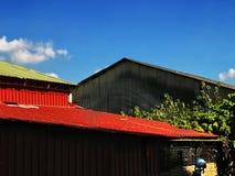 Een rood dak royalty-vrije stock afbeeldingen