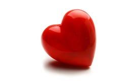 Een rood die hart op witte achtergrond wordt geïsoleerd Stock Afbeeldingen