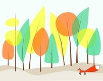 Een rooster-vos loopt in het bos op een humeurige dag. Royalty-vrije Stock Fotografie
