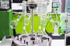 Een roterende evaporator in chemisch laboratorium royalty-vrije stock foto's