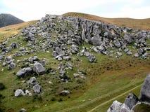 Een rotsachtige heuvel, Nieuw Zeeland royalty-vrije stock afbeeldingen