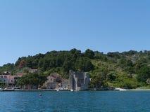 Een ruïne in Polace op Mljet in Kroatië stock fotografie