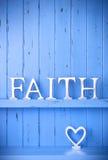 De blauwe Achtergrond van het Geloof en van de Liefde Stock Afbeeldingen