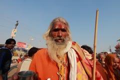 Een Sadhu komt om heilig bad in KumbhMela te nemen Royalty-vrije Stock Foto