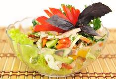 Een salade van komkommer, tomaat, ham en peper. Royalty-vrije Stock Foto