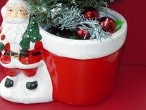 Een santa met een groene Kerstmisboom met sneeuw royalty-vrije stock foto's
