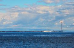 Een schilderachtige strook van land tussen overzees en hemel Messina sicilië Italië Royalty-vrije Stock Foto