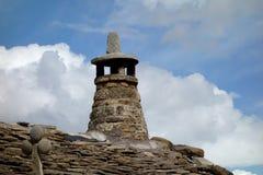 Een schoorsteen op een het dakgebouw van de Pyreneeën, buitendag Royalty-vrije Stock Afbeelding