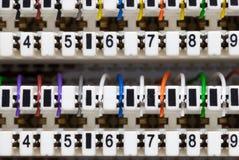 Een schot van telefoonkabel in telefoonpaneel Stock Afbeeldingen