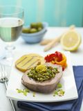 Een schotel van tonijnfilet met groenten royalty-vrije stock foto's