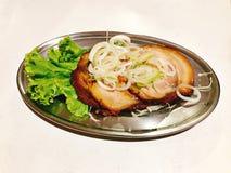 Een schotel van yummy geroosterde gesneden varkensvleesbuik royalty-vrije stock foto's