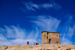 Een schuur die de Berber-mensen voor de wolken moet voeden Stock Fotografie