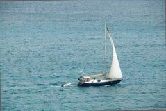 Een Seabound Yatch en Rubberboot Royalty-vrije Stock Afbeeldingen