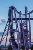 Een segment van een achtbaan, extreem vermaak royalty-vrije stock afbeeldingen