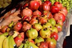 Een selectie van Granaatappels, Bananen en fig., gezond voedsel Royalty-vrije Stock Afbeeldingen