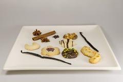 Een selectie van theeingrediënten en koekjes royalty-vrije stock afbeeldingen