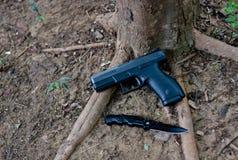 Een semi auto 9 mm-pistool, het de in brand gestoken pistolen van ` s striker met polymeerlichaam waar lichtgewicht is Dit pistoo stock foto