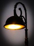Een silhouet van een lantaarnpaal Stock Afbeeldingen