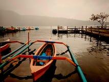 Een sillent meer in Ulun Danu Beratan Bali royalty-vrije stock foto's