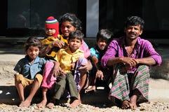 Een slechte familie in krottenwijk met het gelukkige leven royalty-vrije stock fotografie
