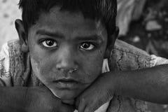 Een slechte kindjongen van de krottenwijk van New Delhi, India Royalty-vrije Stock Foto's