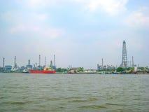 Een sleepbootsleepboot op de Chao Phraya-rivier Royalty-vrije Stock Fotografie