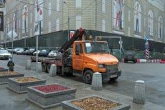 Een slepenvrachtwagen in het centrum van Moskou Rusland Royalty-vrije Stock Foto