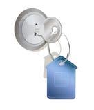 Een sleutel met een huis-vormige markering Stock Foto