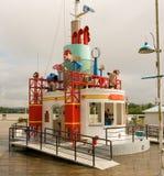 Een slimme playstation voor kinderen te de waterkant van Vancouver Stock Foto's